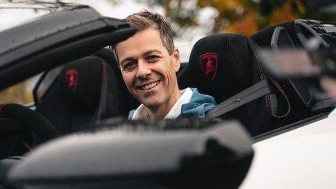 VIL SIKRE: Samferdselsminister Knut Arild Hareide vil rydde opp i de ulike fartsgrensene som gjelder for kjøring på motorvei. – At ulike kjøretøy kjører i veldig ulike hastigheter, kan skape trafikkfarlige situasjoner, sier han. Foto: Rasmus Bell Andreassen