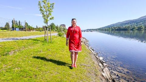 GJESTEBRYGGE: Sentrumsutvikler Anne Kat. Håskjold i Modum næringsråd gleder seg til at båtfolk kan gå i land på egen gjestebrygge i Vikersund like nord for Pollen.