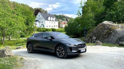 REKKEVIDDE-ANGST: Utfordringer med å få ladet bilen påvirker ferievalget til mange elbileiere. 17 prosent av dem dropper rett og slett bilferie i Norge på grunn av dette.