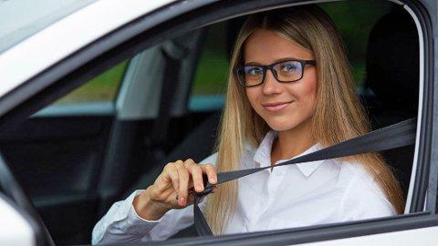 VIKTIG: Det er ikke nok bare å spenne på seg bilbeltet. Man må sørge for at det sitter riktig også.