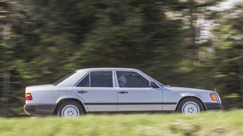 USIKKERT KJØP: En Mercedes-Benz E-Klasse var en elegant bil også midt på 1990-tallet, men feilfri var den ikke. Foto: Mercedes-Benz Museum GmbH