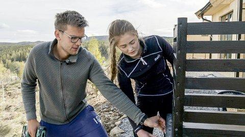 SOLGT: Jone Engemoen Hansen og Anna Rosenlund Skretteberg innredet førsteetasje og uteområdene ved hytta på Mjøsli. Nå har den fått ny eier.