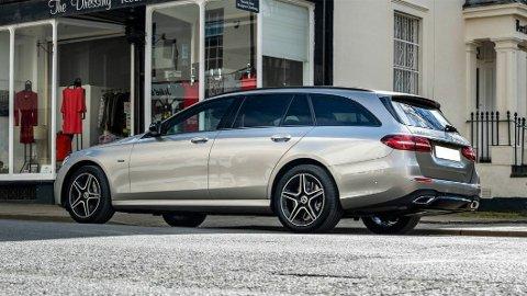 VURDERER Å DROPPE: Mercedes er en av produsentene som vurderer stasjonsvognenes framtid. Om de faktisk har livet rett.