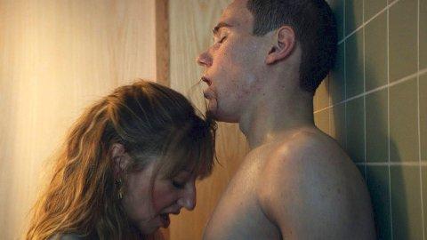 DRØY AFFÆRE: Tarje Sandvik Moe, som ble rikskjendis som homofile Isak i Skam, spiller 17-årige Markus som lokker sin nye kvinnelige gymlærer, spilt av Andrea Bræin Hovig, inn i et seksuelt forhold som er helt ute av kontroll.