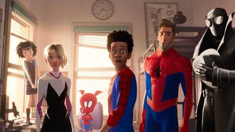 TEGNESERIE FRA MAREVL: Animasjonsfilm om tenåringen Miles Morales som får superkrefter, og oppdager et parallelt univers hvor det finnes mer enn bare én Spider-Man.
