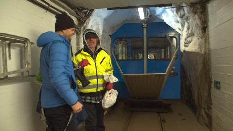 TIL TOPPS: Julebruskongen tar med VGTV til topps på Gaustatoppen med Gaustabanen i nyttårsspesialen som allerede midt på dagen nyttårsaften er sett av 16.000.