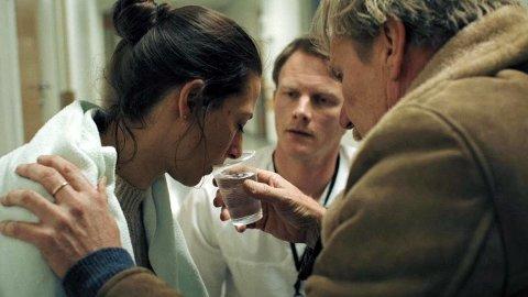 ONE-TAKE: Filmen er tatt i one-take, med ett kamera uten klipp når moren Pia Tjelta opplever sin livs krise.