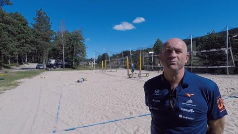 VERDENS BESTE Under VM i sandvolley, der sønnen nå er i semi, er Kåre Mol kåret til Verdens beste trener.