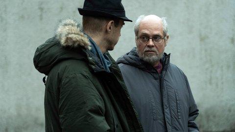 QUICK: SVT-journalisten Hannes Råstam (spilles av Jonas Karlsson) fester tvilen om hvorfor det ikke finnes noen tekniske bevis mot Thomas Quick (David Dencik).