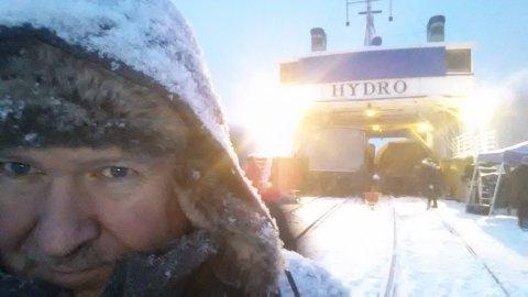 PÅ MÆL: En selfie Per-Olav Sørensen tok på Mæl da DF Ammonia var pyntet om til søsterskipet DF Hydro under innspillingen i 2014.