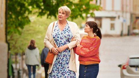 """MIN PAPPA MARIANNE: Sann historie fortalt av datteren Ester Roxberg som skrev en bok om hvordan det var å miste den ene forelderen og få en annen. Filmen """"Min pappa Marianne"""" beskrives en varm historie om motet til å være deg selv og lykken ved å bli elsket for den du er."""