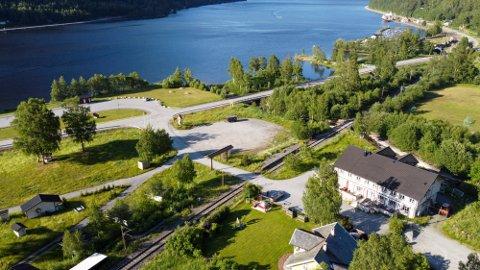 Konkursboet  har lagt ut eiendommen Tinnsjø Kro & Camping med prisantydningen på 3,9 millioner kroner.  (foto: eiendomsmegler Q4 /Jarle Andersen)