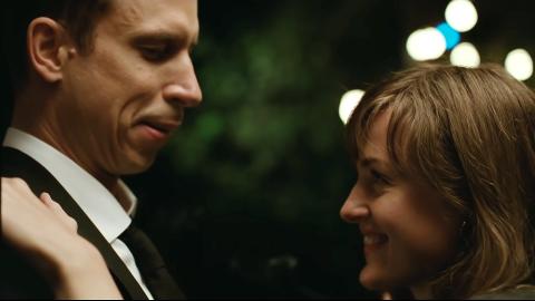 VERDENS VERSTE MENNESKE: Herbert Nordrum og Renate Reinsve forelsker seg selv om de er i faste forhold i dramakomedie-suksessen av Joachim Trier.