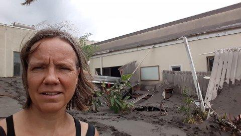 FORTVILET: – Jeg var glad for å se at hovedbygningen sto oppe, men da jeg hadde sett meg rundt ble det litt mye. Svært blandede følelser. Det gikk litt rundt for meg da, sier Stina Herberg, opprinnelig fra Rjukan.