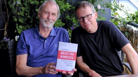 NY BOK: Jon Magnus (tv) fant tilfeldigvis et brev på kistebunnen. 20 år seinere har det blitt en spennende boka «Brevet fra Minnesota - i skyggen av den amerikanske drømmen». Her med forlegger TrondLepperød(54).