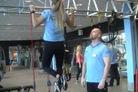 STERKE ARMER: Denne uka viser personlig trener Tor Arne Kallevik (42) fra Lørenskog og hans kollega Hege Pedersen hvordan du kan trene pull-ups og chins.