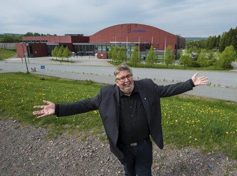 Sa velkommen: Ordfører Ole Jacob Flæten ønsket i mai 2014 Ikea velkommen til Hellerudsletta. foto: Vidar Sandnes