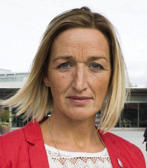 Ullensaker: Janka Holstad (Ap) får en tøff jobb med gutta fra Frp og Høyre hvis hun skal bli ordfører i Ullensaker.