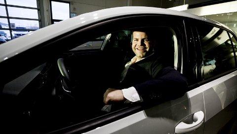 SUPERSELGER: Morten Maastad solgte flest nye Volkswagen på Romerike i 2014. Golf er merkets mest populære modell, og i 2014 ble hele 35 prosent av Golfene levert med elmotor, Foto: Tom Gustavsen