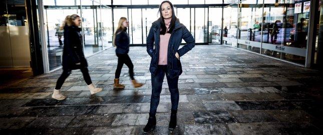 Gir råd: Tanja Wibe-Lund har skrevet bok om mobbingens mekanismer og håper den kan gjøre en forskjell. – Boka inneholder, i tillegg til et mobbeoffers historie, blant annet råd om hvilke tegn på mobbing man som foreldre kan se etter, sier hun.Begge foto: Lisbeth Andresen