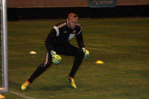 KONSENTRERT: Simon Thomas viste fra første trening at han er 100 prosent konsentrert om hver eneste situasjon.