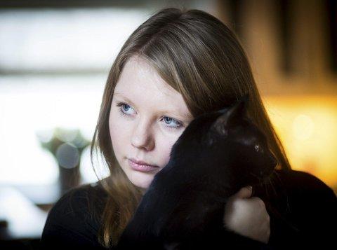 Elisabeth Engan har det bedre enn på veldig lenge. Men barndomsminnene forfølger og plager henne hver dag. FOTO: Lisbeth Andresen.
