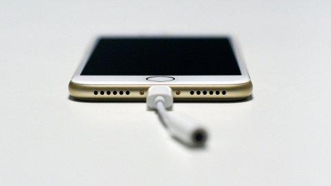 Etter 21 døgn med iPhone 7 er det mangelen av en minijackutgang som fremdeles skaper hodebry. FOOT: LARS WÆRSTAD