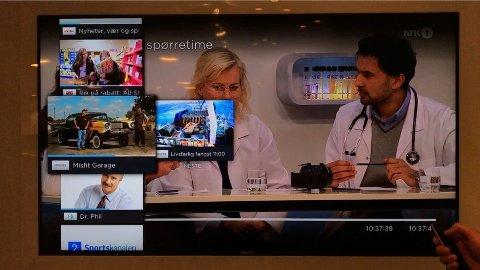 MODERNE ZAPPING: Ved å sveipe oppover på fjernkontrollen til Apple TV kan en nå surfe mellom kanalene på en ny og oversiktlig måte.
