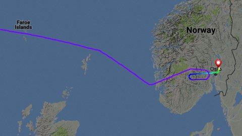 INN VED STAVANGER: Flyet har kommet fra Dallas over Island og langs norskekysten. Ved Stavanger endret kursen seg inn over Norge og rett før Drammen foretok flyet en runde før det landet på  Gardermoen. FOTO: FLIGHTRADAR