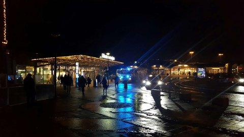 OMKOM: Politiet har sperret av deler av Lillestrøm stasjon etter at en person døde i forbindelse med en togpåkjørsel onsdag.