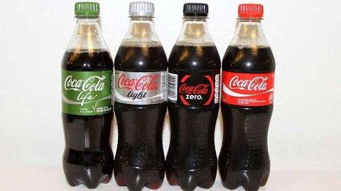 ULIKE COCA-COLA: Det er Coca-Cola Life som nå lanseres med mindre sukker og færre kalorier. Foto: Side2 (Mediehuset Nettavisen)