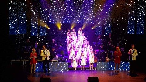 """Ullensaker Show Choir i Ullensaker kulturhus 26.11.2016 """"Julestemning på et Blunck, Bettan og Andresen"""""""