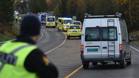 UNDERSØKELSER: Krimteknikere fra Øst politidistrikt er på stedet. FOTO: VIDAR SANDNES