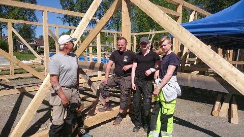De to erfarne læremestrene Agnar Hellestad og Klaus Klint Pedersen sammen med Vetle og Marcus.