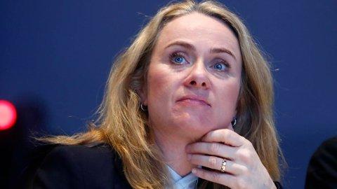 MANNSGRISER: Arbeidsminister Anniken Hauglie sier hun skal kle av mannsgrisene, og mener arbeidsgivere må ta mer grep for å få slutt på seksuell trakassering. Foto: Terje Pedersen (NTB scanpix)