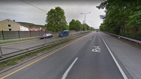 Riksvei 4 er en 4-6-felts motorvei som går gjennom Groruddalen i Oslo. Får Vegvesenet det som de vil, kan den bli kraftig nedgradert. (Google Street View)