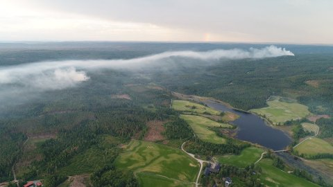 MYE RØYK: Røyken kunne sees over store deler av Nes under en av skogbrannene tidligere i juli.