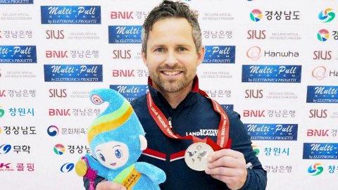 ENDELIG: Stian Bogar tok VM-sølv på 50 meter liggende i Sør-Korea onsdag. Foto: Norges Skytterforbund/NTB scanpix
