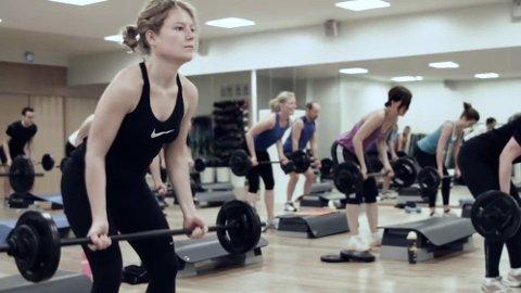 BODYPUMP: Ny forskning viser at Bodypump har liten effekt og forbrenner langt færre kalorier enn det som loves. Foto: Sats Elixia