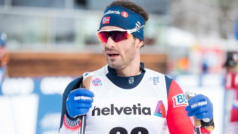 LO: Hans Christer Holund måtte bare le da han så hva russerne gjorde på fellesstarten i Val di Fiemme. Foto: Terje Pedersen NTB scanpix