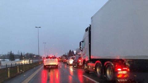 Trafikkuhellet skaper kø på E6. (Foto: RB-tipser)