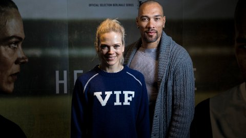 Sesong 2 av NRK-serien Heimebane sendes søndag. Ane Dahl Torp, John Carew spiller i hovedrollene. Foto: Tore Meek / NTB scanpix