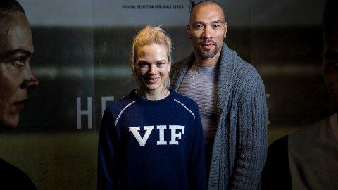 STJERNEDUO: Ane Dahl Torp og John Carew spiller i hovedrollene i NRK-satsingen Heimebane. Sesong 2 hadde premiere søndag. Foto: Tore Meek / NTB scanpix