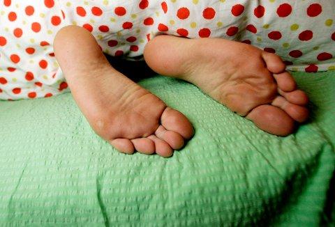 UBEHAGELIG FØLELSE: En av ti nordmenn lider av såkalte rastløse bein. Det skaper søvnmangel hos mange. Illustrasjonsfoto: NTB Scanpix