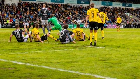 HUMPETE: Banen fikk kritikk av spillerne etter eliteseriekampen mellom Lillestrøm og Rosenborg på Åråsen stadion.Foto: Håkon Mosvold Larsen (NTB scanpix)