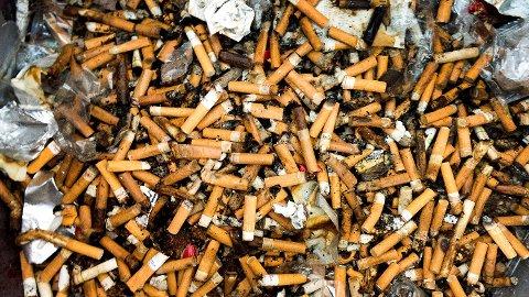Klimaminister Ola Elvestuen setter ned en arbeidsgruppe som skal se på tiltak mot for eksempel sigarettsneiper og andre engangsartikler som utgjør et miljøproblem. Foto: Gorm Kallestad (NTB scanpix)