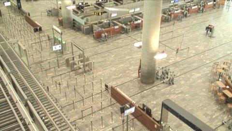 TOMT: Slik ser webkameraet til Oslo Lufthavn ved sikkerhetssjekken ut klokka 17.18.