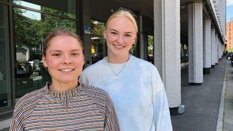 REGNINGER: Marith Leth fra Narvik (til venstre) og Marit Hefermehl fra Kristiansand studerer i Oslo, og begge forteller at pengene går fort unna til nødvendige utgifter. Foto: Nina Lorvik (Mediehuset Nettavisen)