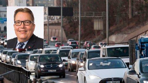 VIL HA VEIPRISING: - Vi er utålmodige etter å få utredet dette. Det er masse som må avklares, men i bunn og grunn er vi veldig positive, sier Sverre Myrli, transportpolitisk talsperson i Arbeiderpartiet. Foto: NTB Scanpix / Ap.