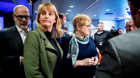 KREVER TILTAK: Randi S. Øgrey (midten) i Mediebedriftenes Landsforening ønsker en tredelt mediepakke for å bøte på annonsesvikten som har rammet mediene i takt med spredningen av koronaviruset og regjeringens tiltak. Her sammen med kringkastingssjef Thor Gjermund Eriksen (venstre) og tidligere kulturminister Trine Skei Grande (V) på et tidligere arrangement.  Foto: Berit Roald (NTB scanpix)